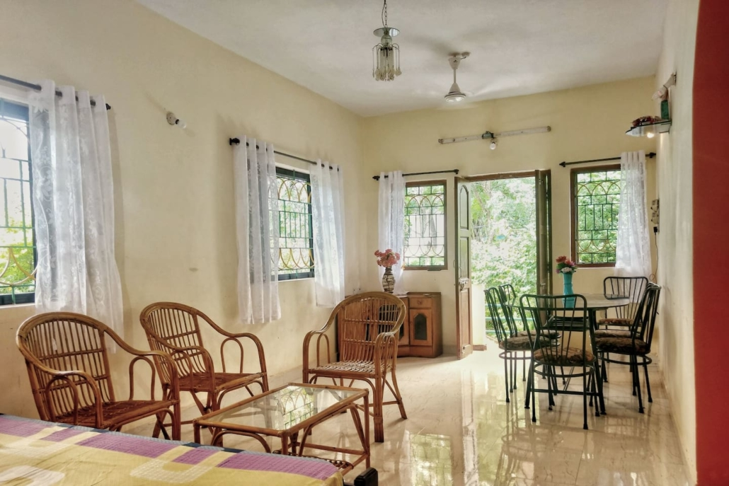 entrance of house on rent in calangute